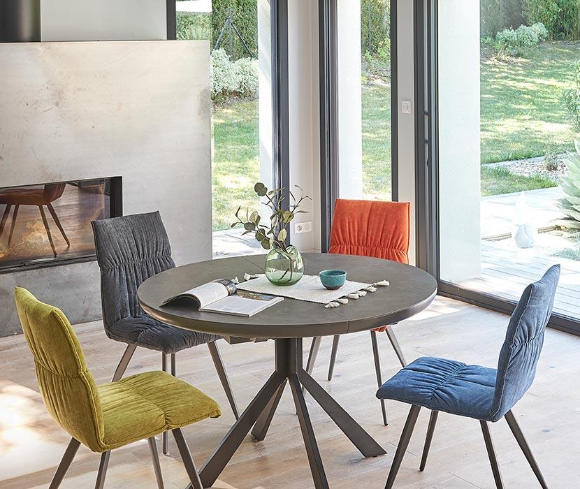 Table et chaises pour salle à manger chez Gaigneux à Bain de Bretagne, près de Rennes
